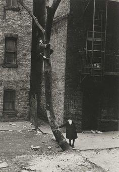 New York (Masked Boys), Helen Levitt, ca 1940 #truenewyork #lovenyc
