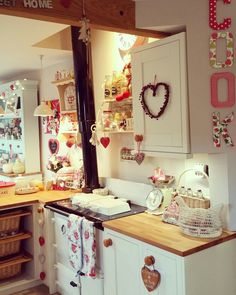 Shabby chic country cottage style kitchen decor