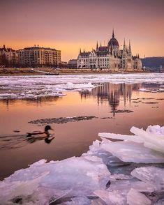 🇭🇺 Budapest by @krenn_imre . 👉 Follow the featured feed for more👈 . . ============================ . Our other hubs: @bestcitybreaks @bestluxurybreaks . Full Location: #Budapest #hungary Tag: #travelanddestinations #tad_krenn_imre