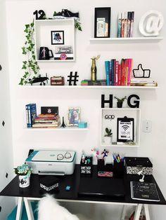 home office para quarto feminino | Decoração escrivaninha | #designdeinteriores #decor #inspiração #quarto