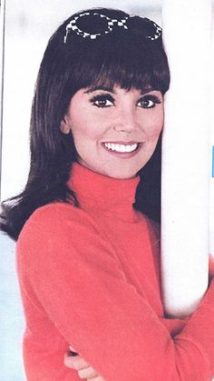 Marlo Thomas is Danny Thomas' daughter actress who appeared in That Girl a vintage Tv show Marlo Thomas, Danny Thomas, Hollywood Actresses, Old Hollywood, Actors & Actresses, Hollywood Style, That Girl Tv Show, Pretty People, Beautiful People