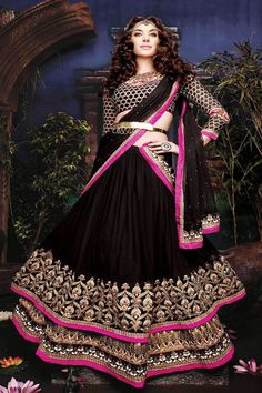 best black saree to buy hurry up.