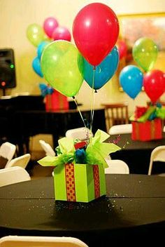 Use the gift boxes for your centerpieces adorned with balloons to … – Balloon Decorations ? - Lo Que Necesitas Saber Para La Fiesta 90th Birthday Parties, 50th Birthday Party, Surprise Birthday, Birthday Balloons, Birthday Ideas, Birthday Centerpieces, Birthday Decorations, Balloon Centerpieces, Centerpiece Ideas