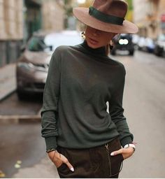 This great casual, chic outfit is all about one accessory – the hat! This great casual, chic outfit is all about one accessory – the hat! Outfits With Hats, Mode Outfits, Fall Outfits, Fashion Outfits, Fashion Clothes, Look Fashion, Trendy Fashion, Womens Fashion, Fashion Trends