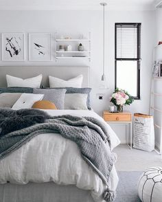 Small Master Bedroom Decorating Ideas (25