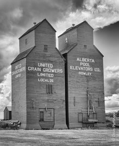 Grain Elevators Silo House, Canadian Prairies, Canadian History, Industrial Photography, Building Structure, Farm Yard, Cool Countries, Alberta Canada, Barn Pictures