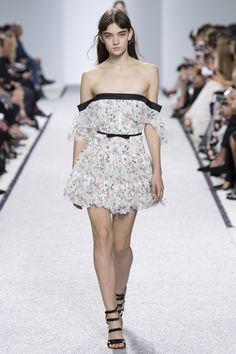 Giambattista Valli - Spring 2017 Ready-to-Wear Fashion Show Paris Fashion Week PFW