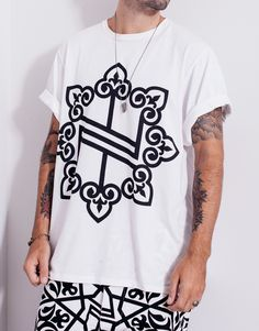 The Nemis Oversized Knights Logo Tee White is designed with an oversized fit, with round neck and oversized sleeves, printed with Nemis Knights logo. Knight Logo, Fashion Labels, Knights, Streetwear, Menswear, Street Style, Tees, Clothing, Mens Tops