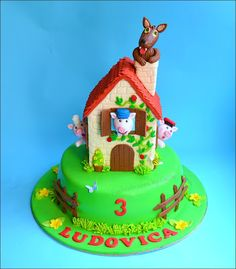Three little pigs cake...so cute