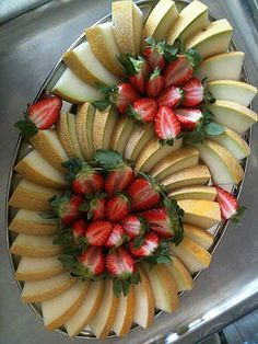 Amazing Food Decoration, Cake Decorating Amazing, Fruit Presentation, Edible Fruit Arrangements, Fruit Buffet, Charcuterie Recipes, Bistro Food, Party Food Platters, Food Carving