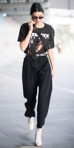 Kendall Jenner escolheu uma camiseta podrinha preta 0782e2dc4309b
