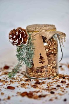This Easy, healthy homemade Christmas granola is a delicious cranberry orange granola mix - perfect for a healthy homemade Christmas food gift, because who doesn't like an edible Christmas gift? Diy Christmas Hampers, Xmas Hampers, Edible Christmas Gifts, Merry Christmas, Gift Hampers, Xmas Gifts, Christmas Diy, Christmas Hamper Ideas Homemade, Christmas Recipes