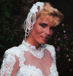 Explore the best Nicole Brown Simpson quotes here at OpenQuotes. Quotations, aphorisms and citations by Nicole Brown Simpson American Crime Story, American History, Ronald Goldman, Short Hair Cuts, Short Hair Styles, Famous Murders, Simpsons Quotes, Oj Simpson, A Moment To Remember