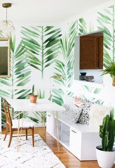 Here, you'll find 33 photos showing you how to decorate your home with tropical wallpaper—and how to do so elegantly. Because tropical wallpaper doesn't have to be tacky; in fact, it's an incredibly easy way to brighten up a space. Palm Wallpaper, Tropical Wallpaper, Green Wallpaper, Neutral Wallpaper, Kitchen Wallpaper, Perfect Wallpaper, Bedroom Wallpaper, Wallpaper Decor, Wallpaper Ideas