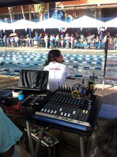 Sistemas de Sonido Profesional para Eventos, aquí cubriendo las competencias de natación en el Colegio Emil Freidman.