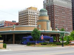 "Tulsa Transit Center aka ""The Center of the Universe"" Streamline Moderne, Tulsa Oklahoma, Love Art, Places Ive Been, Multi Story Building, Art Deco, Conspiracy, Queen Elizabeth, Architecture"