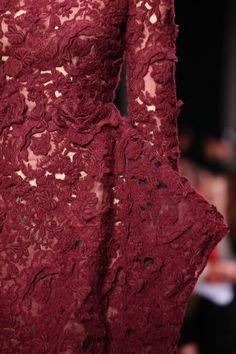 Giambattista Valli Fall 2014 Ready-to-Wear - Details Pantone Marsala 2015