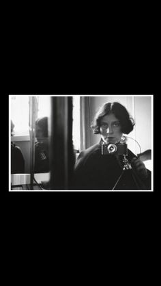 "Ilse Bing - "" Self-portrait with Leica "", 1931 - Gelatin Silver Print - 22,5 x 33,7 cm"