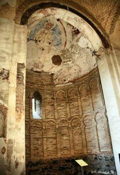 Abside cristiano de la Mezquita musulmana en Toledo Islamic Architecture, Art And Architecture, Spain Places To Visit, Roman Church, Toledo Spain, Mosque, Aurora, Cities, Building