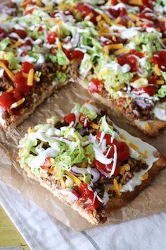 Sprød Tacopizza - Opskrift På Nem Tacopizza Cold Vegetable Pizza, Vegetable Pizza Recipes, Food Porn, Good Pizza, Burger, Easy Cooking, Food Inspiration, Mexican Food Recipes, Love Food