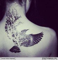 Tatouage bien plus corbeau qu'hirondelle, mais carrément canon quand même! -avec branchages d'arbre & contrastes-