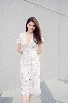 Đầm Ren Cổ V Tay Ngắn Cao Cấp - Trắng