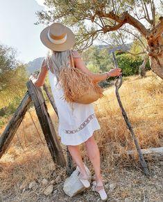 "BYPIAS sanoo Instagramissa: ""New Day - linen Dress ♡ #bypias #bohemiana #linen #linendress"" New Day, Hats, Style Inspiration, Instagram, Dresses, Fashion, Brand New Day, Vestidos, Moda"