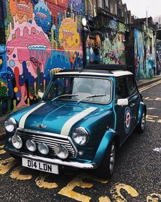 Street art sessions with Lulu in Camden today Mini Cooper Classic, Classic Mini, Classic Cars, Mini Stuff, Car Stuff, Mini Moris, Mini Countryman, Mini Coopers, Transportation Design