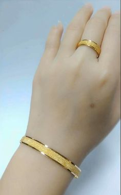 Jewelry OFF! Latest gold bracelet and ring designs - Simple Craft Ideas Bracelets Design, Gold Bangles Design, Gold Jewellery Design, Gold Bracelets, Gold Ring Designs, Gold Earrings Designs, Bijoux En Or Simple, Gold Bangles For Women, Bijoux Design