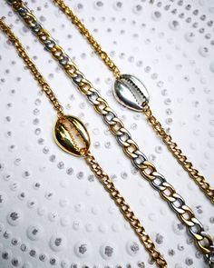🔸ꜱɪʟᴠᴇʀ ᴀɴᴅ ɢᴏʟᴅᴇɴ Cᴏᴡʀɪᴇ ʙʀᴀᴄᴇʟᴇᴛ 🔅ᴄʜɪᴄ ᴄʜᴀɪɴ ʙʀᴀᴄᴇʟᴇᴛ 🔸 #charmme_gr #handmadejewelry #handmadebracelet #shells #nails #bracelets… Handmade Bracelets, Handmade Jewelry, Gold Necklace, Pendant Necklace, Jewelery, Shells, Chain, Nails, Earrings