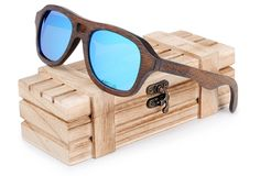 98f16a78268143 luxurybilionaire.com offre un très large choix de lunettes de soleil. Notre  paire de