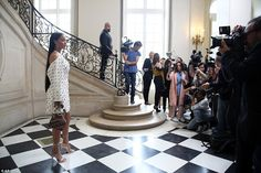 EkpoEsito.Com : Rihanna attends Dior Fashion show in Paris - PHOTO...