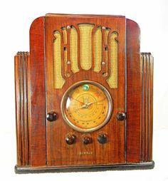 Dewald Radio Model 1102 shouldered tombstone antique radio