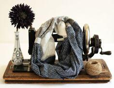 http://www.alittlemarket.com/echarpe-foulard-cravate/fr_snood_double_laine_et_marjolaine_par_violette_et_grenadine_-16336115.html