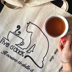 Home - Five o' clock tea Tea Blog, Grande, Clock, Tableware, Watch, Dinnerware, Tablewares, Clocks, Dishes