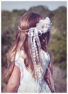 Google Afbeeldingen resultaat voor http://blog.weddingpaperdivas.com/wp-content/uploads/2011/05/SUE-Flower-Girl-Halo.jpg