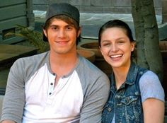 Melissa Benoist and Blake Jenner met on Glee and are still going strong. Jenner is a big supporter of Benoist's new series, Supergirl, premiering tonight. Melissa Benoist Blake Jenner, Melissa Marie Benoist, Blake Jenner Supergirl, Glee Wedding, Glee Season 4, Rachel And Finn, Glee Memes, Boyfriend Photos, Glee Club
