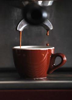 Espresso, a very Italian thing! And I'm Italiano. Coffee Is Life, I Love Coffee, Coffee Break, Morning Coffee, Coffee Cafe, Espresso Coffee, Coffee Drinks, Coffee Shop, Espresso Cups