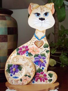 Floral Design Kitty. $40,00, via Etsy.