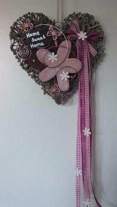 47 Cute Valentines Craft Home Decorating Ideas - Trendecorist Valentine Crafts, Holiday Crafts, Fun Crafts, Diy And Crafts, Arts And Crafts, Valentines, Door Crafts, Wicker Hearts, Newspaper Crafts
