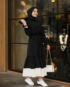 Hijab styles 432556739210006099 - Latest Abaya Designs Source by gallioina Modest Fashion Hijab, Hijab Style Dress, Abaya Fashion, Muslim Fashion, Fashion Dresses, Abaya Style, Hijab Mode, Mode Abaya, Abaya Chic