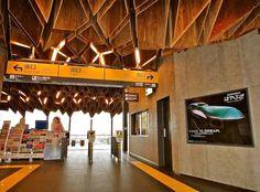 宇都宮から2駅先にあるJRの駅舎である。