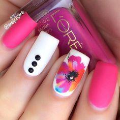 estilo de uñas con flores  #verano