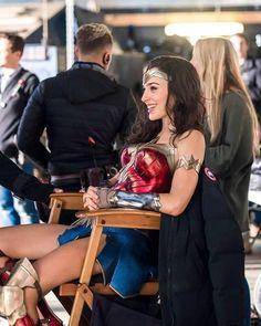 Wonder Woman Pictures, Wonder Woman Art, Gal Gadot Wonder Woman, Wonder Women, Gal Gadot Style, Gal Gardot, Female Hero, Dc Comics Characters, Dc Movies