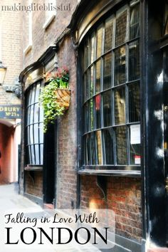 LOVE these English windows that look like Diagon Alley from Harry Potter! Things to see and do in London, England. Sight-seeing in the streets of London