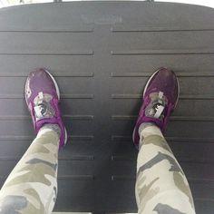 #AndreaDelogu Andrea Delogu: Cioa sono Andrea Delogu e mi hanno aperto la macchina per rubarmi solo le scarpe per la palestra. Non sono quelle nella foto, non ho fatto in tempo a fotografarle, a sapere che ci dividevano ci avrei pensato prima a creare ricordi. Comunque spero che ora stiano ai piedi di una che le amerà quanto le ho amate io e che le abbini come le abbinavo io. Sobrie. Arrivederci ragazze.