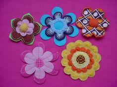 flores de feltro by Nadja Maria, via Flickr