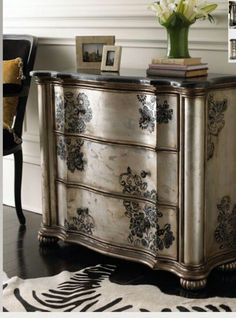 Arte shabby posted this chest. So love the paint job