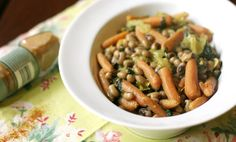 Spicy Coconut Blackeyed Peas with Spinach & Carrots. http://www.simplelivingeating.com/2015/08/spicy-coconut-black-eyed-peas-with.html#more   #recipeoftheday #vegetarian #coconutmilk