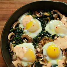 Green Eggs Skillet - Mushrooms replace the ham served with Dr. Seuss's green eggs, while leafy greens give this skillet nutritional heft – all just 150 calories per serving! Clean Eating Recipes, Healthy Eating, Cooking Recipes, Healthy Recipes, Healthy Foods, Yummy Recipes, Egg Skillet, Breakfast Skillet, Breakfast Burritos